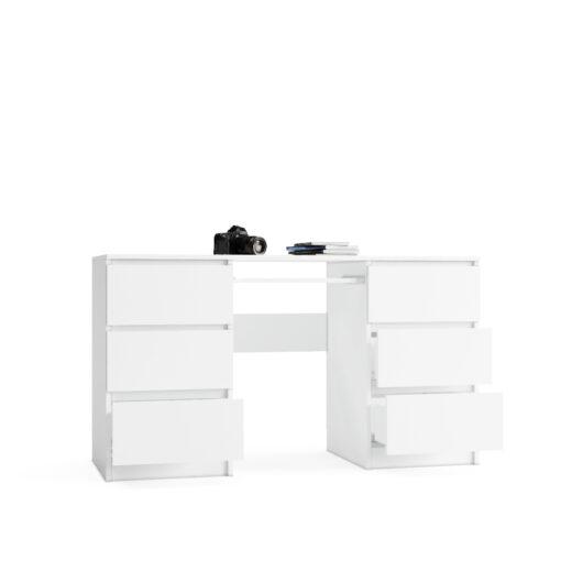 duże białe biurko