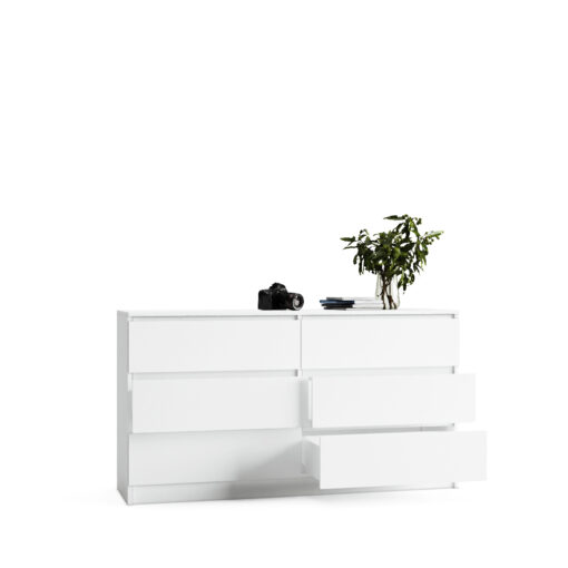 biała komoda z szufladami